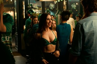 Dakota Johnson hot and sexy, Alison Brie hot cleavage and Leslie Mann sex – How to Be Single (2016) HD 1080 WEB-DL