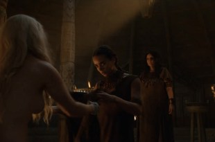 Emilia Clarke nude barley side boob – Game of Thrones (2016) s603 HDTV 1080p