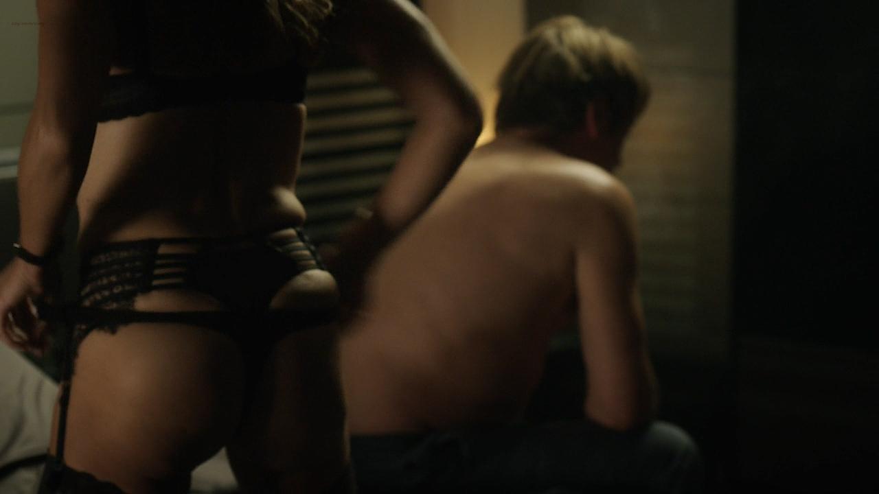 Stéphane Caillard nude topless, Carolina Jurczak nude and Nadia Farès hot - Marseille (FR-2016) s1e-1-4 HD 720p (11)