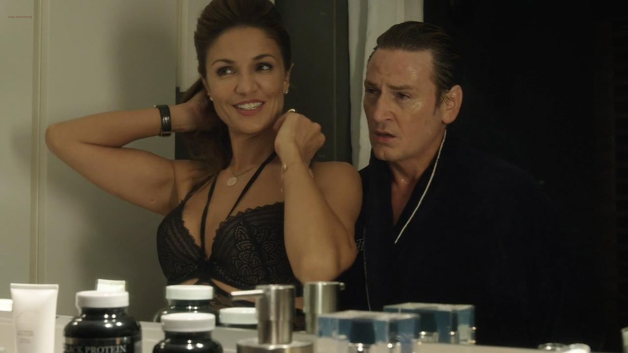 Stéphane Caillard nude topless, Carolina Jurczak nude and Nadia Farès hot - Marseille (FR-2016) s1e-1-4 HD 720p (9)