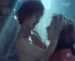 Penélope Cruz nude, Itziar Álvarez and Marina Martinez Andina nude bush - Serie rose - Elle et Loui (FR-1986) (2)