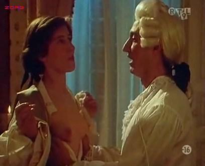 Penélope Cruz nude, Itziar Álvarez and Marina Martinez Andina nude bush - Serie rose - Elle et Loui (FR-1986) (1)