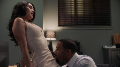 Lucy Walters nude nip slip and Lela Loren nude butt - Power (2016) s3e1 HDTV 1080p (8)