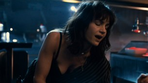 Taylor Marie Frey nude bush and butt, Carla Gugino and Jacqueline Byers hot - Roadies (2016) s1e3 HDTV 720p (13)