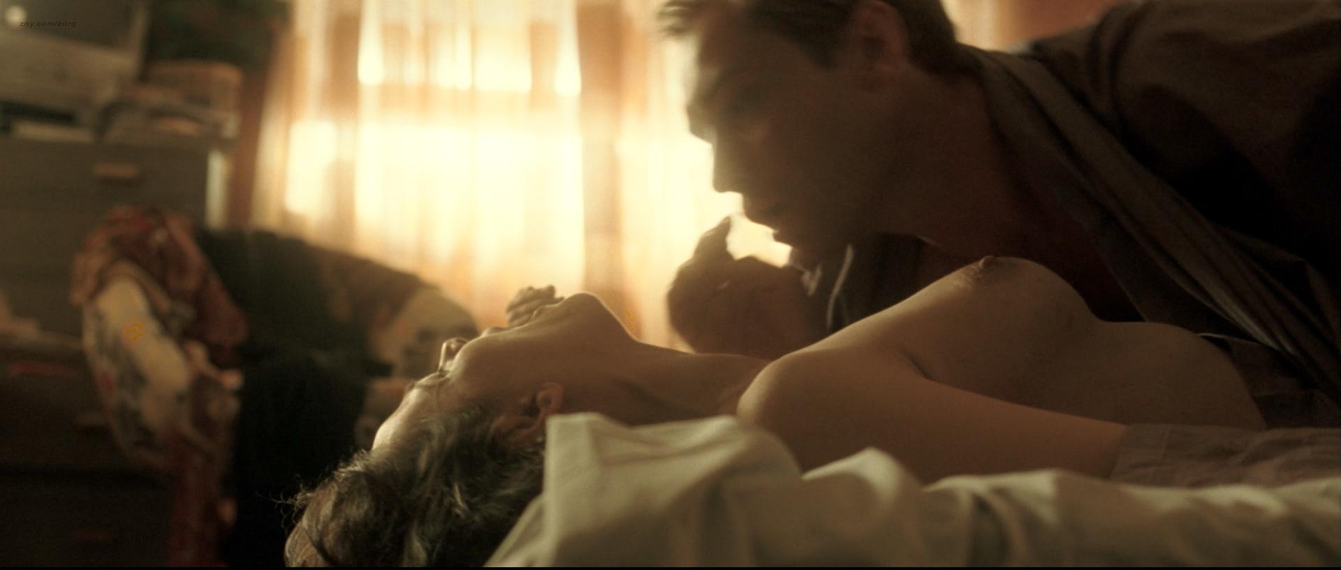 Juliette Binoche nude topless and sex Vera Farmiga nude and Robin Wright hot - Breaking and Entering (2006) HD 1080p BluRay (12)