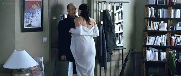 Monica Bellucci nude topless - Combien tu m'aimes? (FR-2005) HDTV 720p (18)