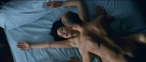 Monica Bellucci nude topless - Combien tu m'aimes? (FR-2005) HDTV 720p (11)