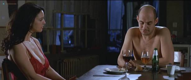 Monica Bellucci nude topless - Combien tu m'aimes? (FR-2005) HDTV 720p (9)