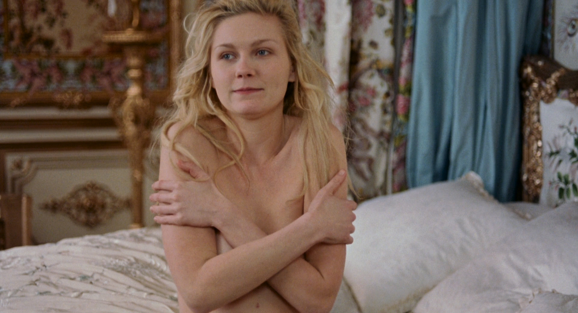 Kirsten Dunst nude butt and hot - Marie Antoinette (2006) HD 1080p BluRay (4)