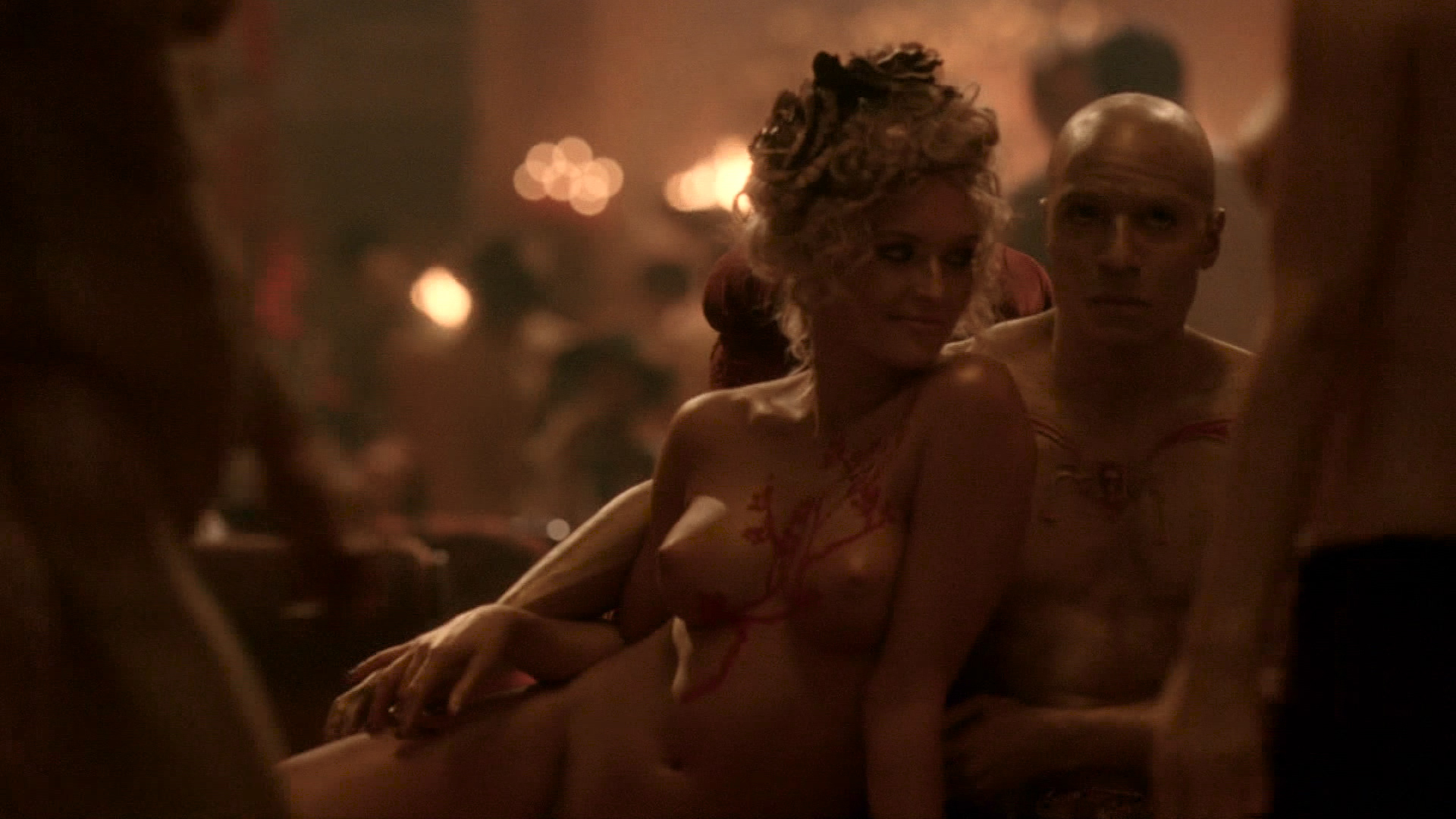 Thandie Newton nude topless Evan Rachel Wood nude nipple and butt other's nude - Westworld (2016) s1e5 HD 1080p (2)