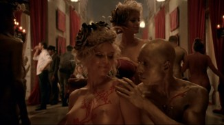 Thandie Newton nude topless Evan Rachel Wood nude nipple and butt other's nude - Westworld (2016) s1e5 HD 1080p (12)