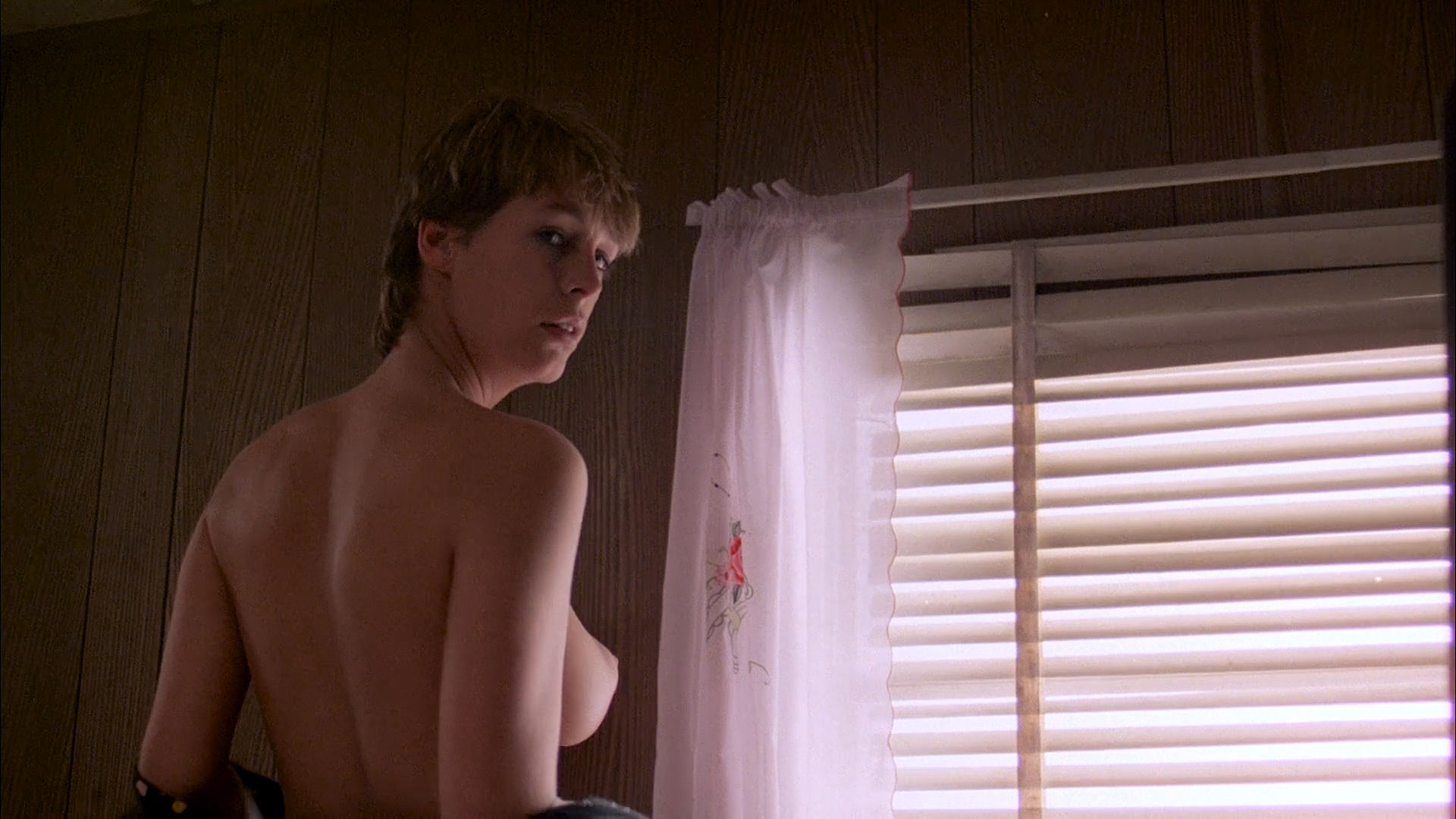Jamie Lee Curtis nude topless and Jennifer Jason Leigh hot and sexy - Grandview U.S.A (1984) HD 1080p BluRay (2)