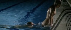 Juana Acosta nude wet and hot sex in the pool, María Reyes Arias hot - A golpes (ES-2005) (5)