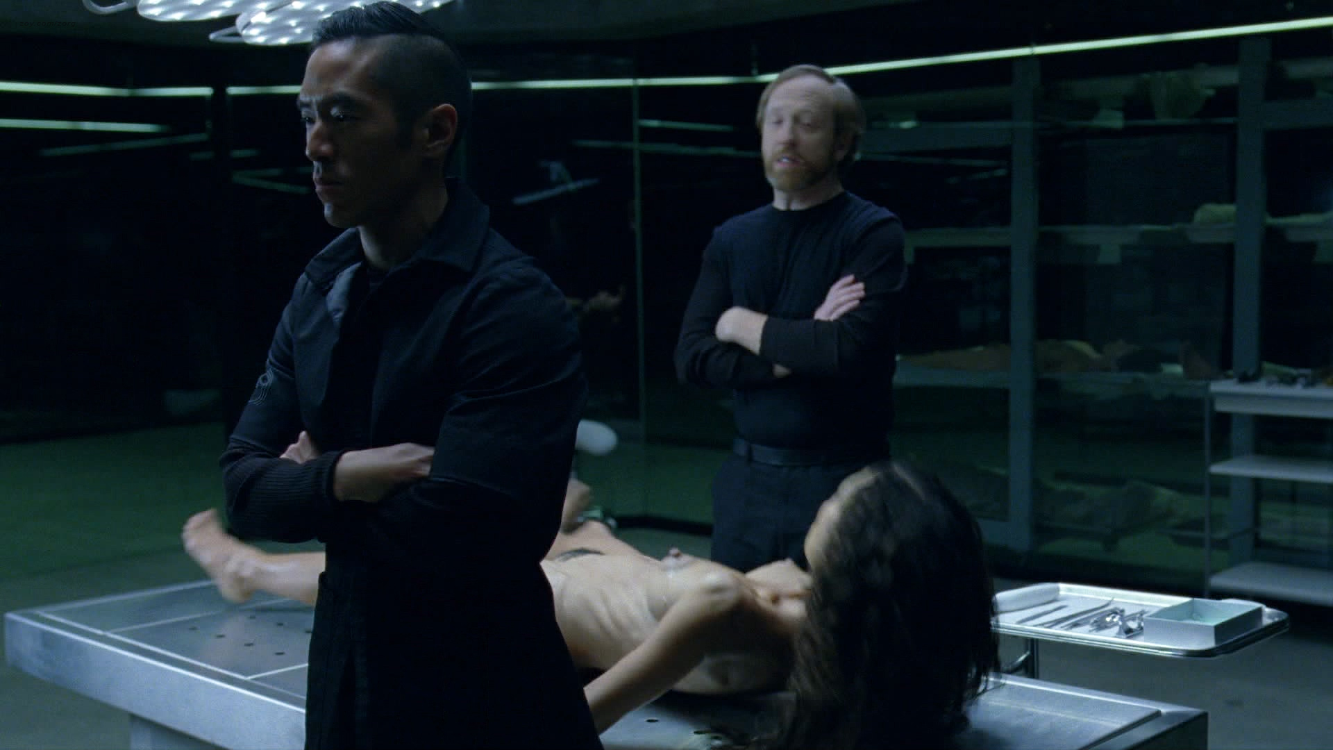 Thandie Newton nude bush and boobs - Westworld (2016) s1e8 HD 1080p (3)