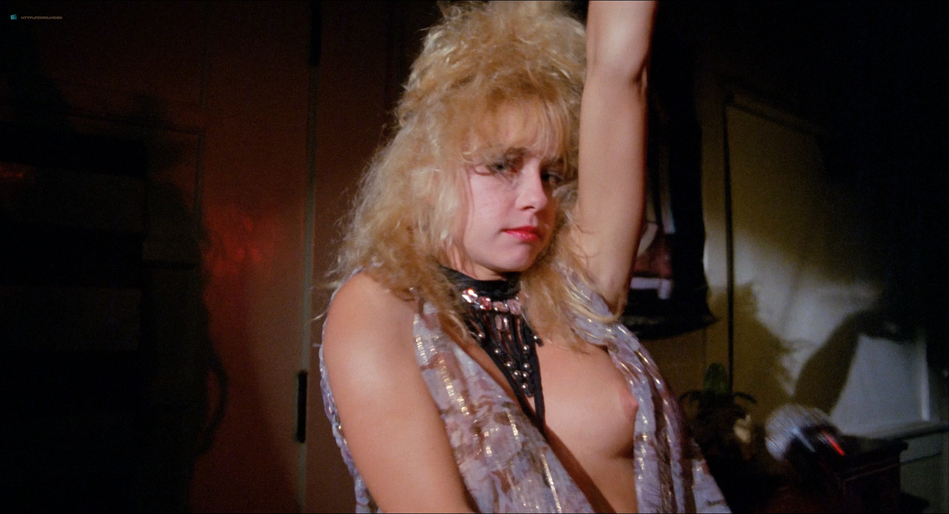 Michelle Bauer nude bush, Linnea Quigley and Brinke Stevens nude and wet - Nightmare Sisters (1988) HD1080p (15)