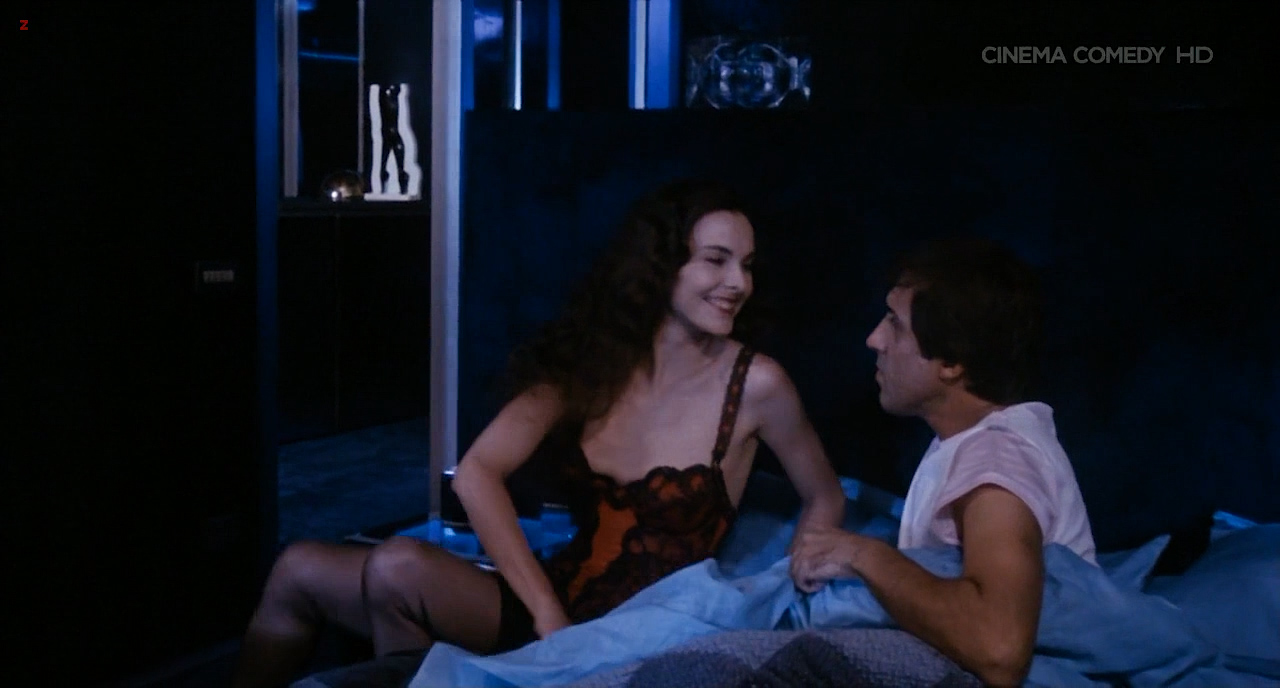 Carole Bouquet nude topless - Bingo Bongo (IT-1982) HDTV720p (9)