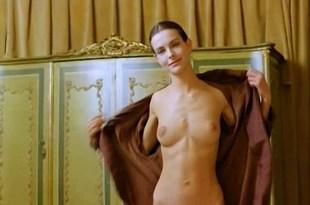 Carole Bouquet nude topless and sex – Il Cappotto Di Astrakan (IT-1980)