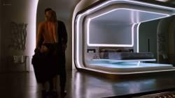 Jennifer Lawrence hot, sexy, wet and some sex - Passengers (2016) HC.HDRip 1080p (8)