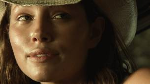 Jessica Biel hot see throuh - The Texas Chainsaw Massacre (2003) HD 1080p BluRay (7)