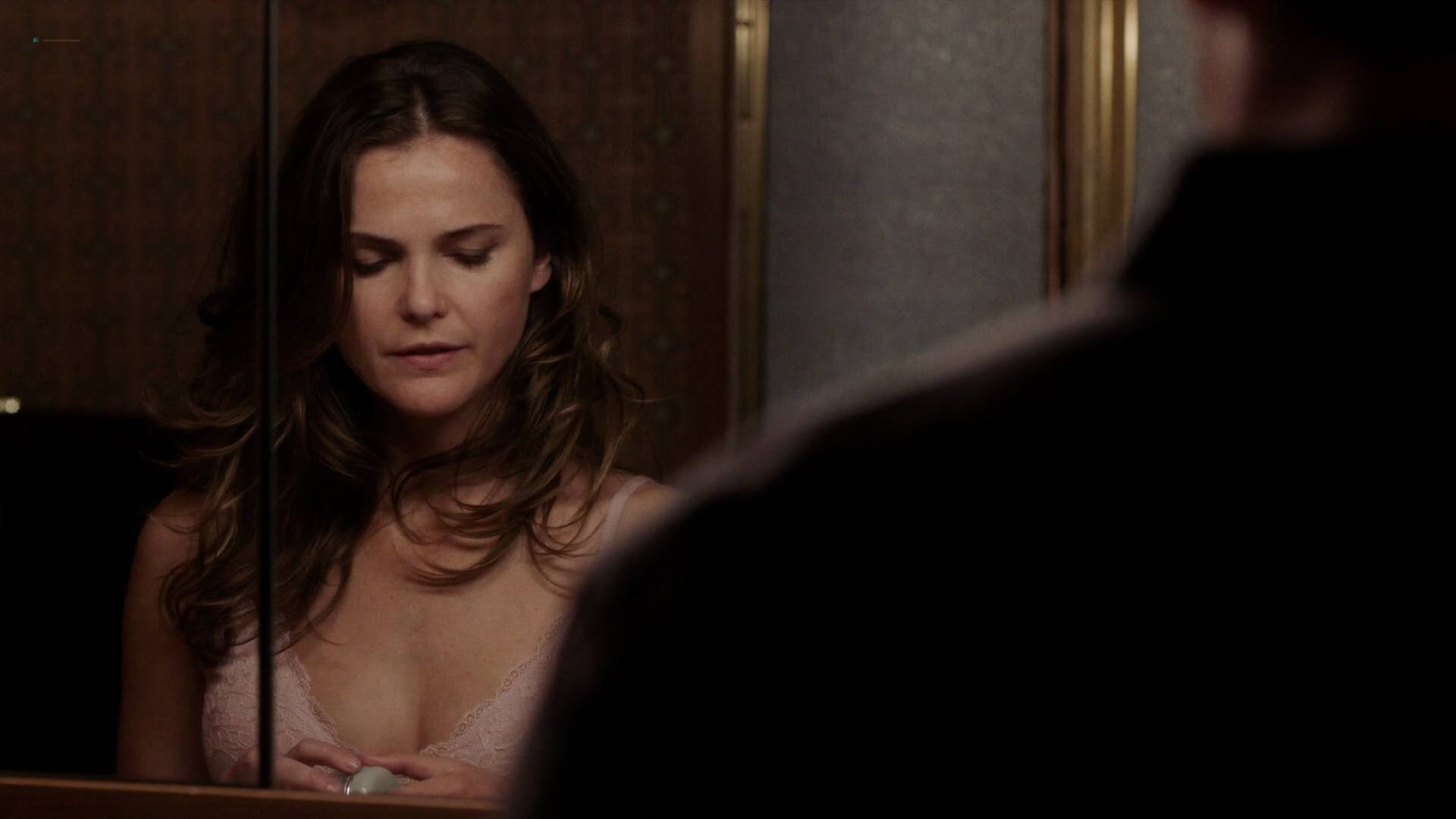 Keri Russell nude butt in the shower -The Americans (2017) s5e2 HD 1080p (6)
