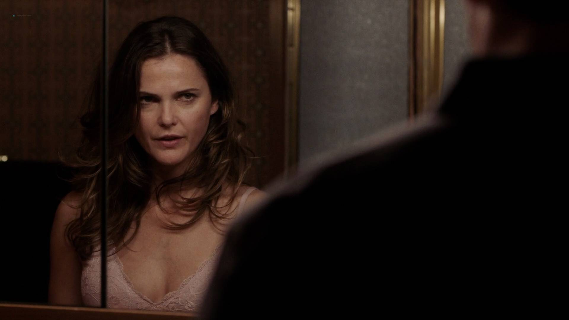 Keri Russell nude butt in the shower -The Americans (2017) s5e2 HD 1080p (5)