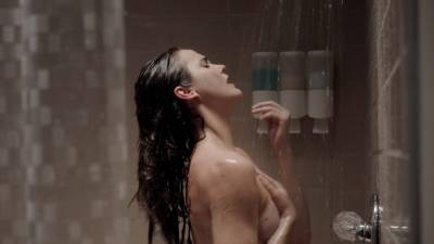 Keri Russell nude butt in the shower -The Americans (2017) s5e2 HD 1080p