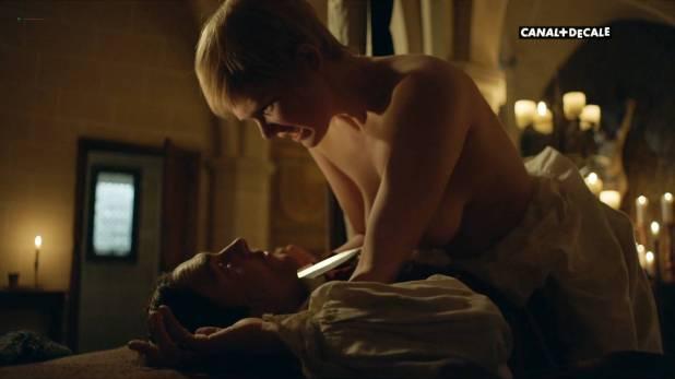 Anna Brewster nude full frontal Hannah Arterton nude sex – Versailles (2017) s2e2-7-9-10 HDTV 1080p (5)