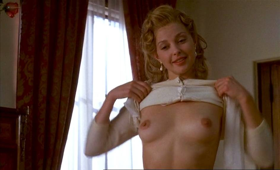 mira sorvino topless pictures