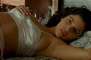 Maribel Verdú hot and sexy Ariadna Gil nude and Penélope Cruz hot – Belle époque (ES-1992)