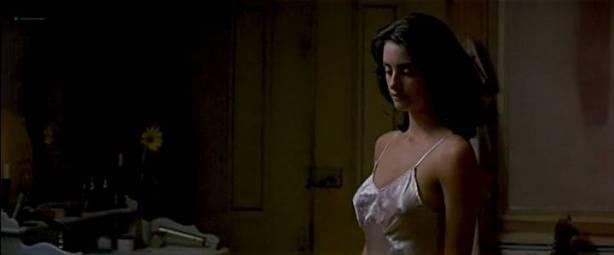 Maribel Verdú hot and sexy Ariadna Gil nude and Penélope Cruz hot - Belle époque (ES-1992) (2)