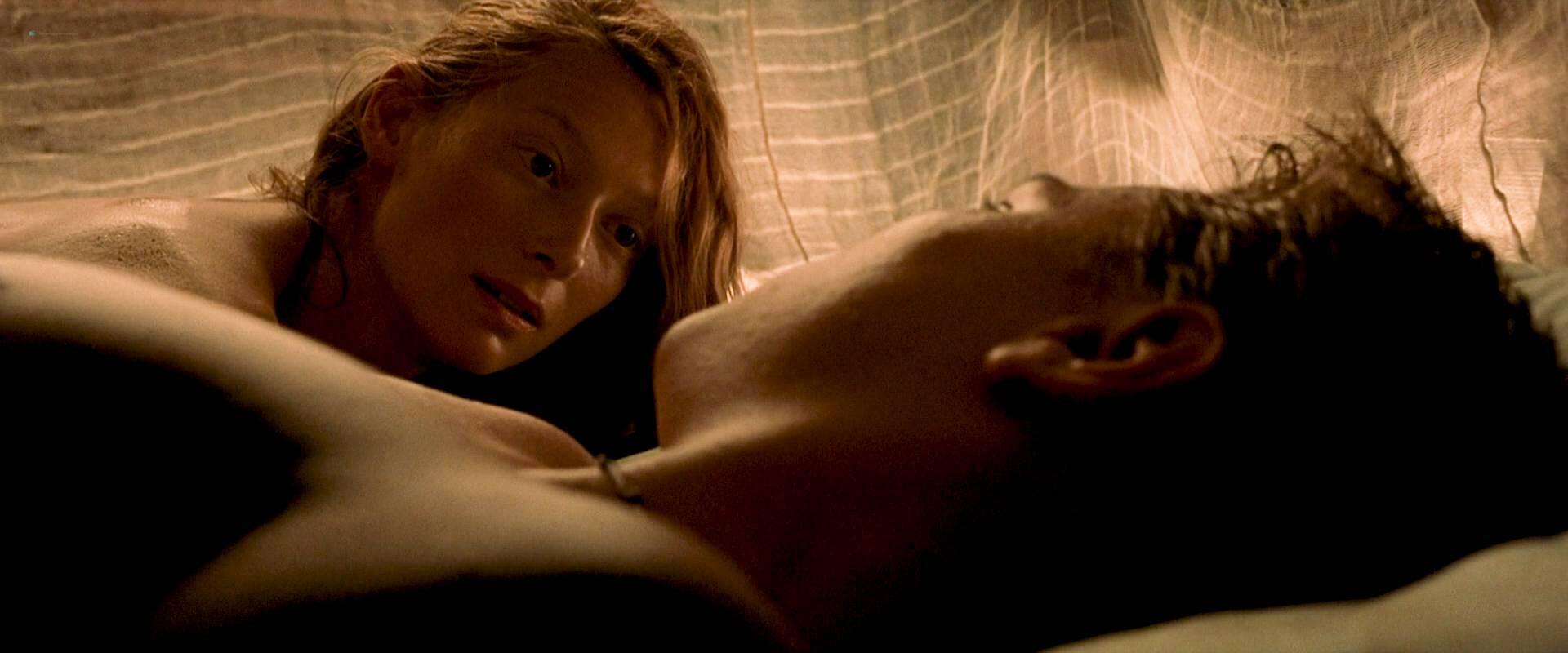 Virginie Ledoyen nude topless Tilda Swinton hot sex - The Beach (2000) HD 1080p BluRay (3)