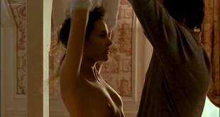 Virginie Ledoyen nude topless and very cute - En Plein Couer (FR-1998) (10)