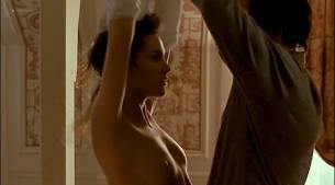Virginie Ledoyen nude topless and very cute - En Plein Couer (FR-1998) (10)
