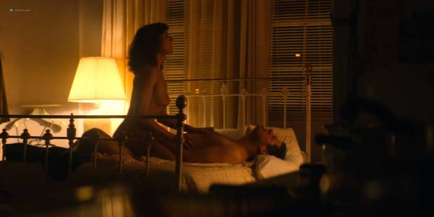 Alison Brie nude topless and sex - Glow ( 2017) s1e1 HD 720 - 1080p (2)