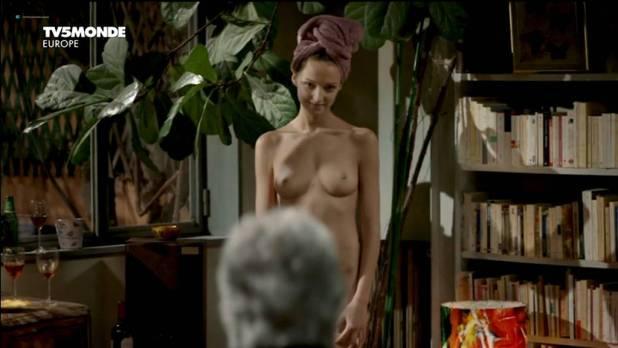 Stéphanie Crayencour nude full frontal - La danse de l'albatros (FR-2012) (8)