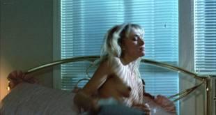 Darlanne Fluegel nude brief topless - Freeway (1988) HD 1080p BluRay (7)