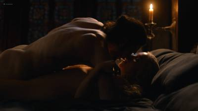 Emilia Clarke nude nip slip in brief sex scene - Game of Thrones (2017) s7e7 HD 1080p (4)