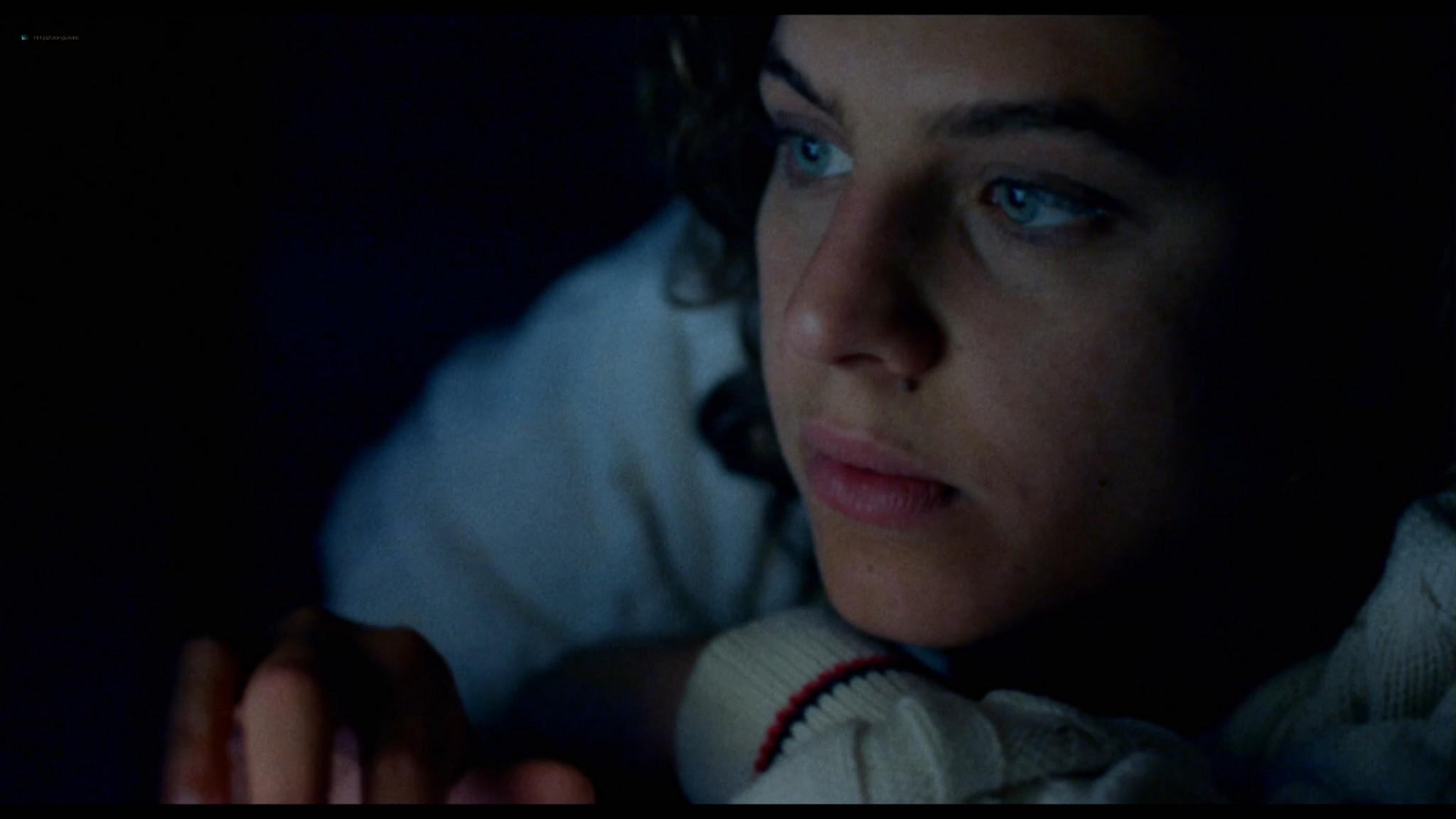 Ondina Quadri nude full frontal and sex Valentina Carnelutti nude - Arianna (IT-2015) HD 1080p Web (16)