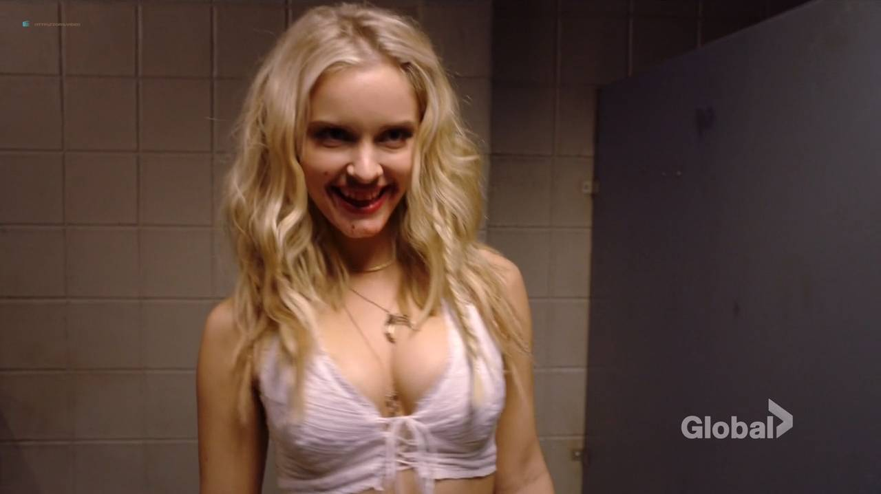 Taylor Black hot cleavage and Sarah Ramos hot - Midnight Texas (2017) s1e4 HDTV 720p (2)