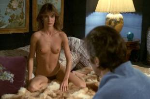 Anne Parillaud nude full frontal Marie-Christine Descouard bush  and Andréa Ferréol topless – Le battant (FR-1983)