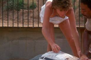 Kristy McNichol sexy nip slip – White Dog (1982) HD 1080p BluRay