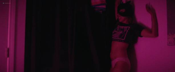 Aubrey Plaza hot sexy and some sex - Ingrid Goes West (2017) HD 1080p Web (8)