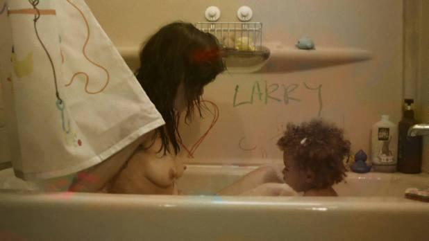 Frankie Shaw nude topless in the tube and Samara Weaving hot pokies - Smilf (2017) s1e1 HD 1080p Web (16)