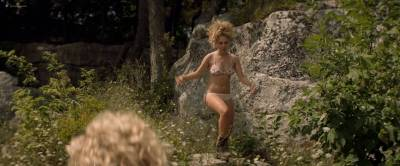Juno Temple nude butt and hot sex Julia Garner butt and sex - One Percent More Humid (2017) HD 1080p (6)