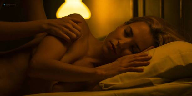 Blanca Suárez nude sex in the bath Ana Polvorosa and Ana Fernández lesbian and threesome - Cable Girls (ES-2017) S1 HD 1080p (16)