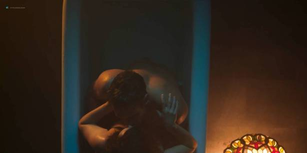 Blanca Suárez nude sex in the bath Ana Polvorosa and Ana Fernández lesbian and threesome - Cable Girls (ES-2017) S1 HD 1080p (9)
