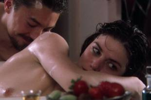 Linda Fiorentino nude topless and wet – The Moderns (1988) HD 1080p BluRay