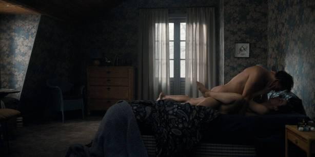 Maja Schöne nude sex Deborah Kaufmann topless Gina Alice Stiebitz nude - Dark (2017) s1 HD 1080p Web (13)