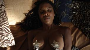 Shanola Hampton and Isidora Goreshter hot lesbian sex and threesome – Shameless (2017) s8e6 HD 1080p (7)