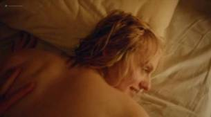 Elisabeth Moss hot sex topless - Square (2017) (3)